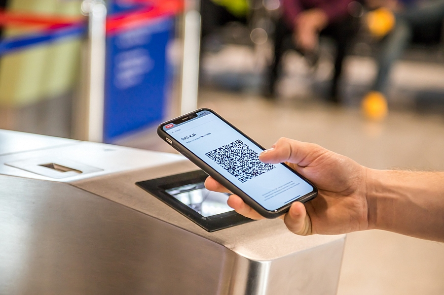 Paperless check-in via QR Code at an airport